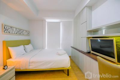 Modern Style Studio Apartment at Azalea Suites with City View By Travelio