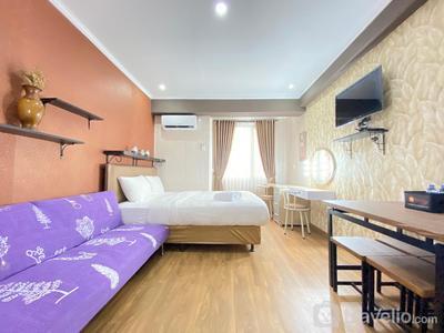 Glam Decor Studio Apartment at Emerald Towers By Travelio