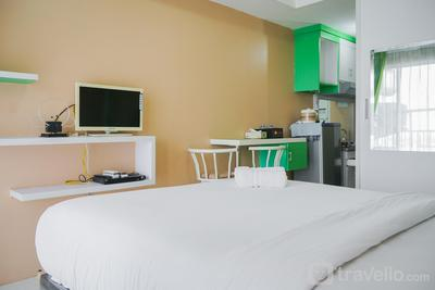 Cozy Studio Apartment at Tamansari Skylounge near Soetta Airport By Travelio