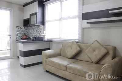 Simply Homey 2BR Apartment Parahyangan Residence By Travelio