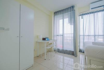 Tifolia Studio Apartment with Double Bed near LRT Station By Travelio