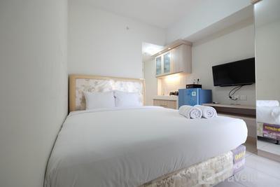 Minimalist Studio Room at The Springlake Apartment Sumarecon Bekasi By Travelio