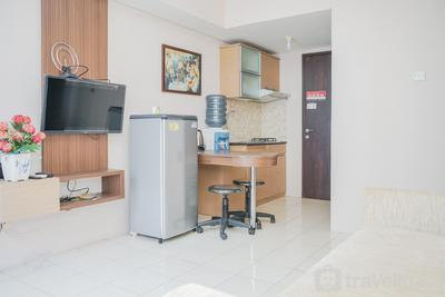 Modern Comfy 2BR Serpong Greenview Apartment By Travelio