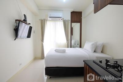 Comfy Studio Apartment @ Green Pramuka City By Travelio