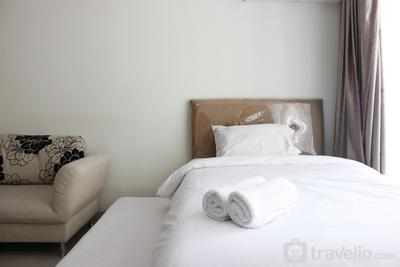 Comfortable Studio at Beverly Dago Apartment near ITB By Travelio