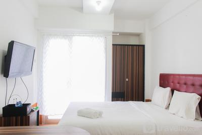 Fully Furnished with Cozy Design Studio Paragon Village Apartment By Travelio