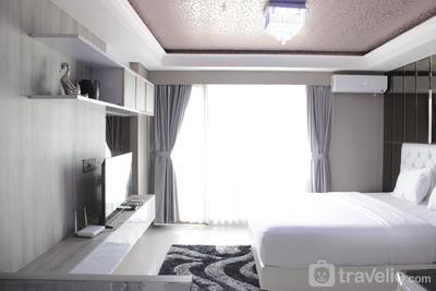Modern & Deluxe Studio Apartment at Tamansari Tera Residence By Travelio
