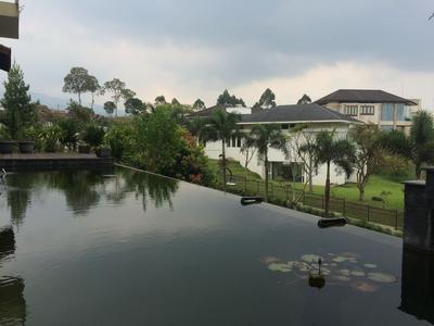 4BR Villa Delva Kampung Daun