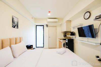 Cozy Living and Comfortable Studio Room at Meikarta Apartment By Travelio