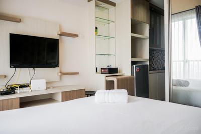 Stylish and Comfy Studio Saveria Apartment By Travelio