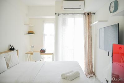 Studio Cozy Whitey Akasa Pure Living BSD Apartment By Travelio