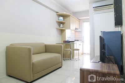 Minimalist 2BR Green Bay Apartment By Travelio