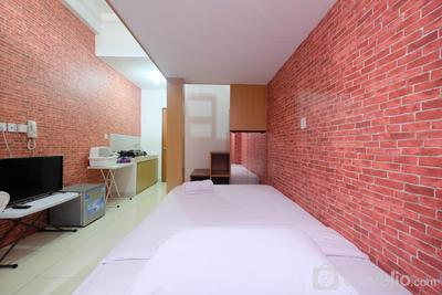 Cozy and Minimalist Studio at Dave Apartment By Travelio