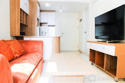 Homey 3BR Springlake Summarecon Apartment Bekasi By Travelio
