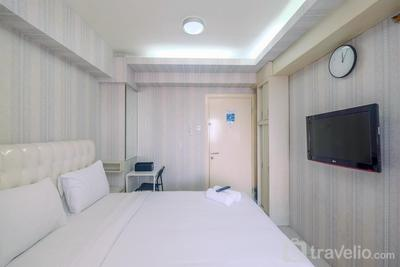 Lovely Studio Green Pramuka Apartment near Shopping Center By Travelio