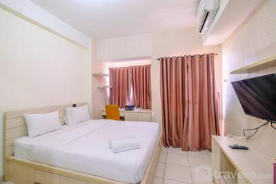Fully Furnished with Cozy Design Studio Apartment at Margonda Residence 5 By Travelio
