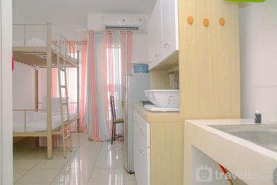 Green Bay Pluit Studio Apartment with 2 Single Beds By Travelio