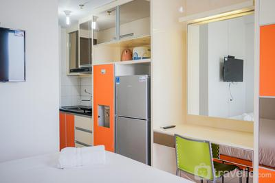 Cozy Studio Apartment at Emerald Bintaro near British School By Travelio