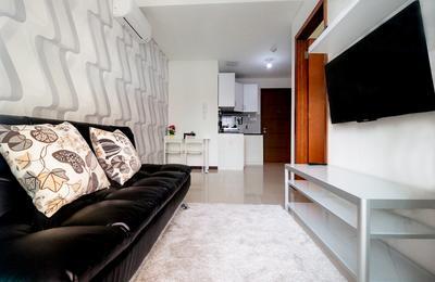 1BR Green Bay Pluit Exclusive Condominium Tower Seaview 2 By Travelio