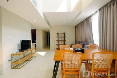 Luxury 2BR + 1BR at Ciputra World 2 Apartment By Travelio