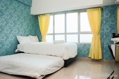 Cozy with City View @ Studio Springlake Bekasi Apartment By Travelio