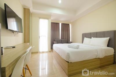 Comfy Studio Room with City View at Menteng Park Apartment By Travelio