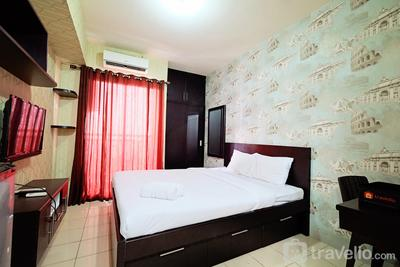 Minimalist Studio Room at Serpong Greenview By Travelio