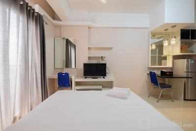 Minimalist Studio Room at Sunter Park View Apartment By Travelio