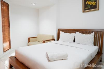 Pool View Studio Apartment Tamansari Sudirman By Travelio