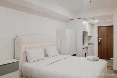 Minimalist and Strategic Location Studio at Skandinavia Apartment near Mall By Travelio