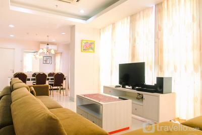 Beautifully Spacious 3BR at Sunter Park View Apartment By Travelio