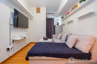 Pool View and Homey 2BR Apartment @ Springlake Summarecon By Travelio