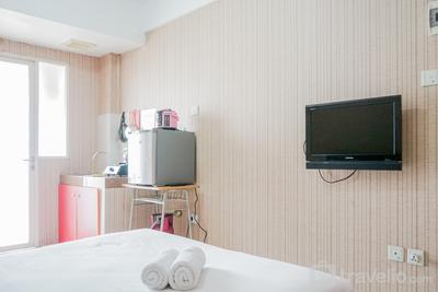 Stylish and Posh Studio Green Lake View Apartment By Travelio