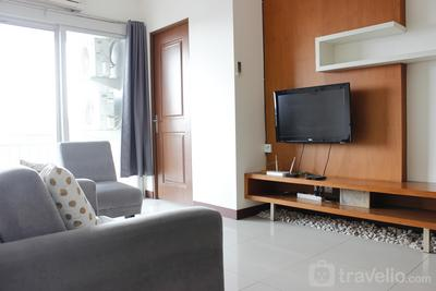 Elegant 2BR Galeri Ciumbuleuit Apartment with Walking Closet By Travelio