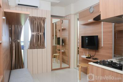 Functional Studio Green Pramuka Apartment near Shopping Center By Travelio