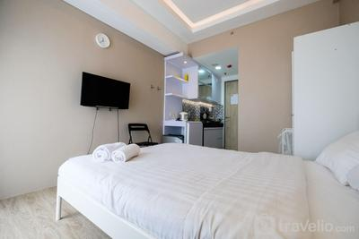 Modern Studio Akasa Pure Living BSD Apartment By Travelio