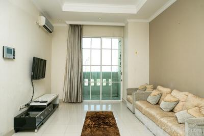 Comfy 1BR at Bellezza Apartment By Travelio