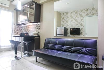 Clean and Cozy 2BR at Green Bay Apartment By Travelio