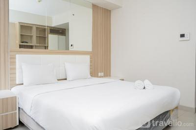 Simply Strategic and Comfy Studio Paramount Skyline Apartment By Travelio