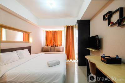 Minimalist Studio The Oasis Apartment near Omni Hospital Cikarang By Travelio