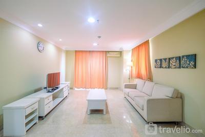 Elegant and Homey 1BR Nuansa Hijau Apartment Pondok Indah By Travelio