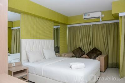 Fully Furnished with Comfortable Design Studio Apartment H Residence By Travelio