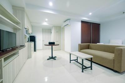 Modern Studio Apartment at Azalea Suites Cikarang By Travelio