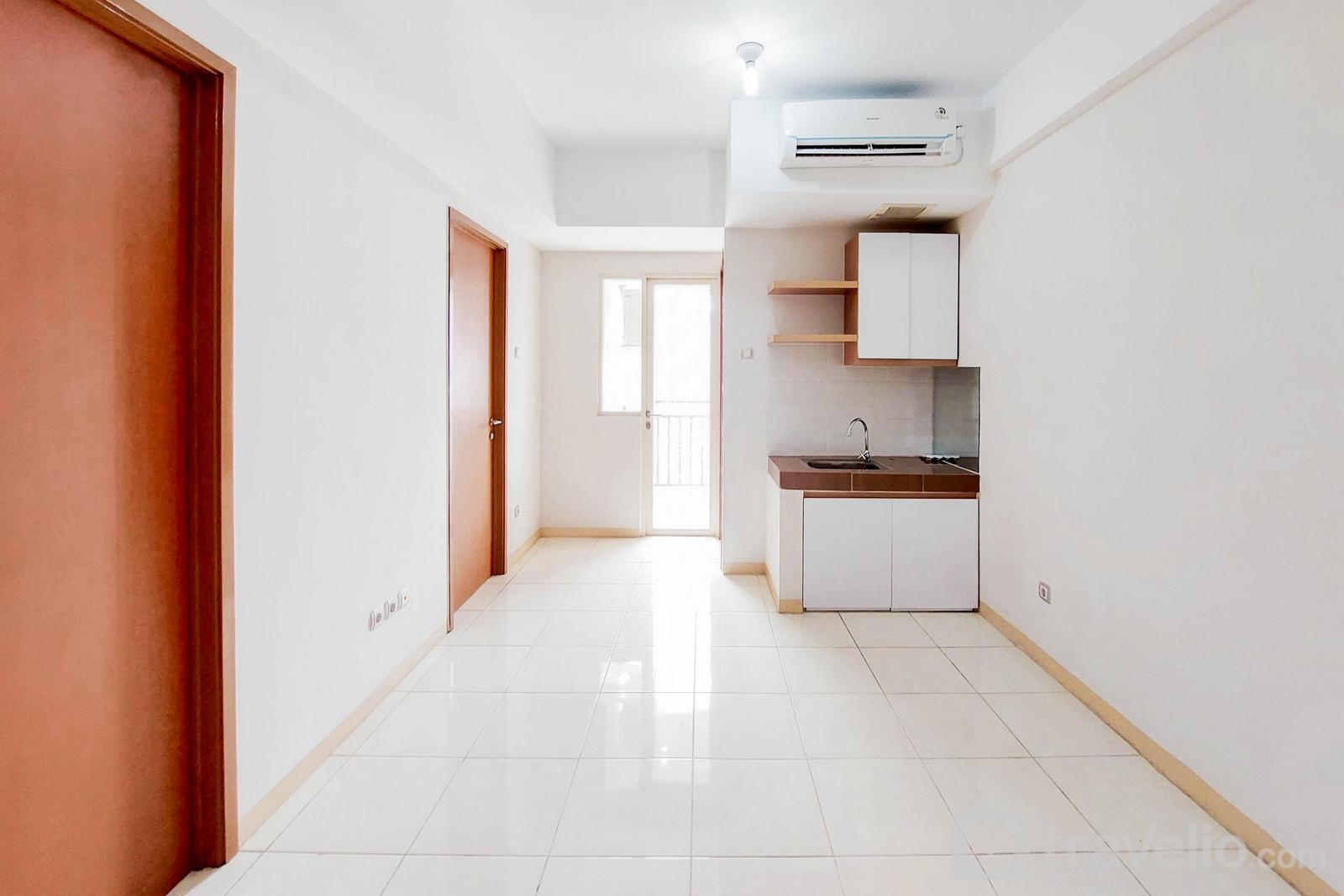 Apartemen Green Lake View - Unfurnished 2BR with AC Green Lake View Ciputat Apartment By Travelio