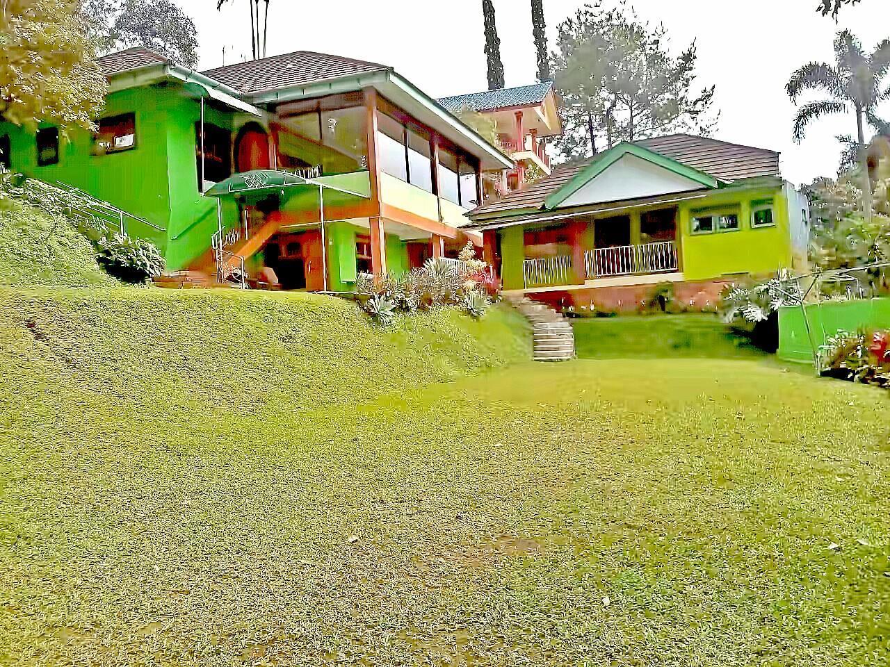 8 BR Green Villa @ Villa Nadomas  Puncak Cisarua