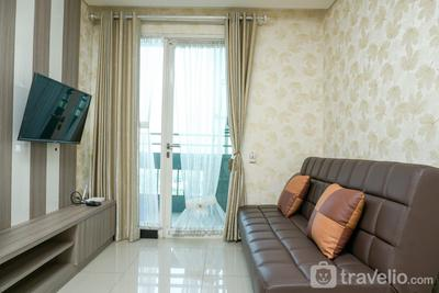 Comfortable 1BR @ Sky Terrace Apartment in Strategic Area By Travelio