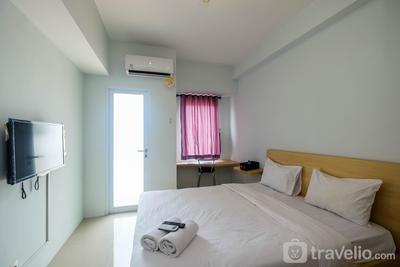 Homey and Comfy Studio Tamansari Mahogany Apartment By Travelio
