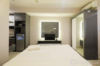 Comfy Studio at Grand Kamala Lagoon Apartment By Travelio