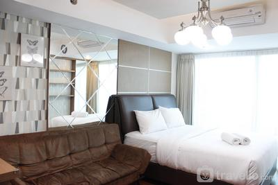 Premium Studio Room @ Tamansari La Grande Apartment By Travelio