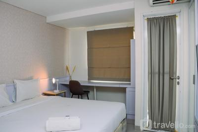 Bright and Cozy Studio Grand Dhika City Jatiwarna Apartment By Travelio